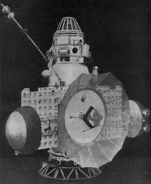 USSR Mars flyby probe Zond 2, photo courtesy of NASA zond_3.jpg