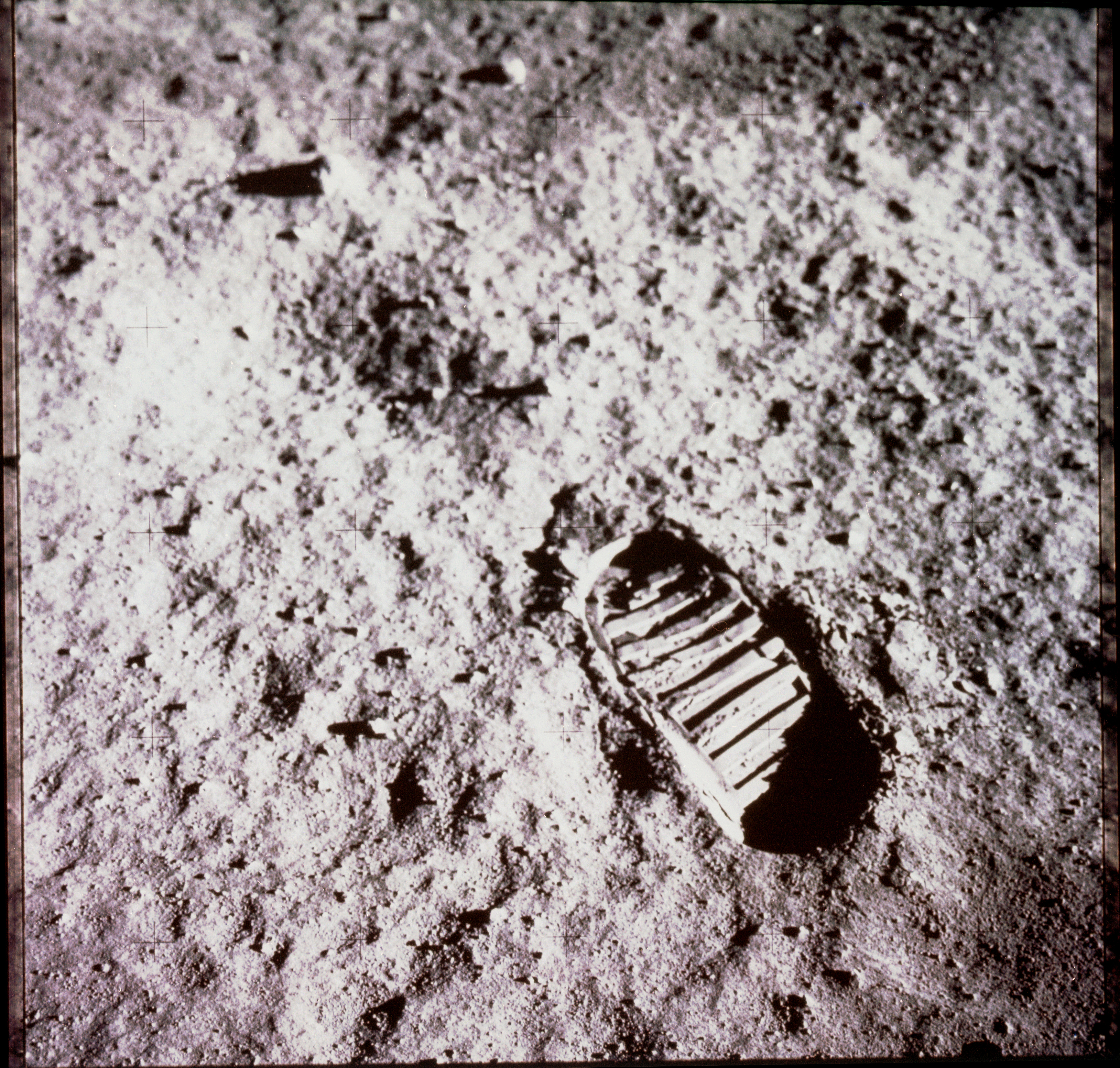 neil armstrong footprint on the moon - photo #12