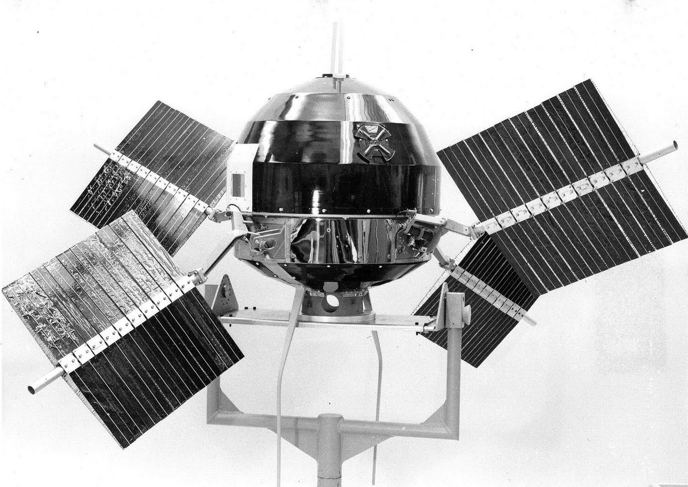 Explorer 6, the first satellite to transmit images of Earth from space, NASA photo explorer_6.jpg