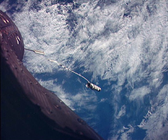 Gemini 12 Agena Target Vehicle, tethered beyond Gemini 12's nose, NASA photo gemini_atv_12.jpg