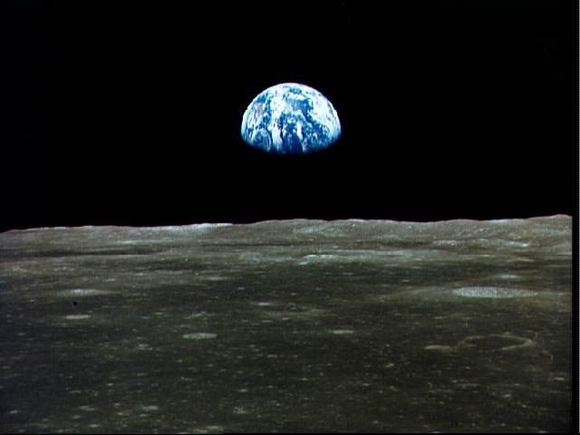 July 20, 1969, after a four day trip, the Apollo astronauts arrived at the Moon dans immagini per ricordare a11earthrise
